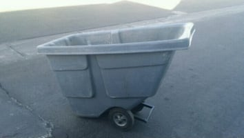 Rubbermaid 1 /2 cu. Yard Commercial Tilt Truck