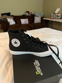 black and white Converse All Star high top sneaker Wayne, 07470
