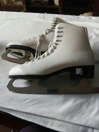 pair of white ice figure skates Brampton, L6T 2E3