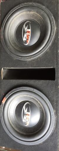"""Roxford Fosgate dx2 """"12 inch """" subwoofers and box Clarksville, 47129"""