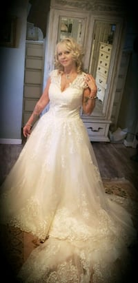 women's white floral wedding gown Tampa, 33610