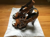 Theory Women's pair of tan color leather open toe pumps. Size 37/7 US Norwalk, 06850