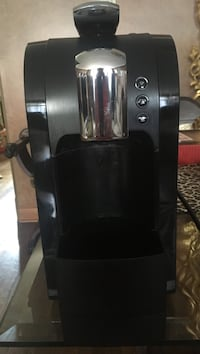 Back to campus Starbucks verismo New. Great for dorms or smaller spaces like new only used once for company Toronto, M6J