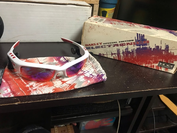 8ae65d1d1b769 Used Oakley special edition 1g mp3 for sale in Mississauga - letgo