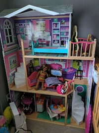 Deluxe 3 level doll house Orangeville, L9W 3A6