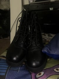Pair of black leather combat boots Oxon Hill, 20745