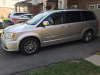 Chrysler - Town and Country - 2011 Milton
