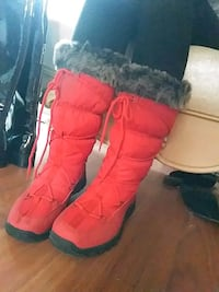 Red winter boots size 8 womens  Edmonton, T5W 1Z5