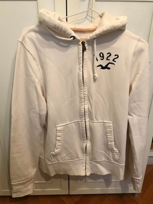 Hollister zip-up hoodie 7c528050-f56e-4986-b6ad-e125fb2ee477