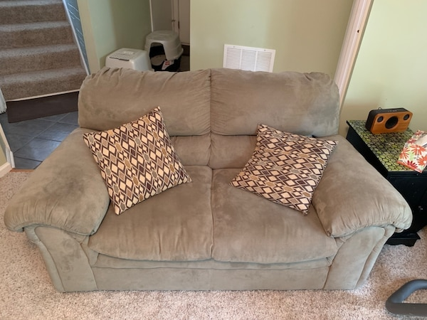 2 Matching Love Seats with Pillows - green