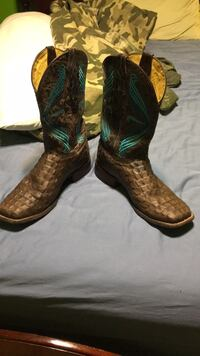 Pair of brown-and-green cowboy boots Houston, 77047