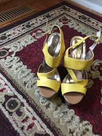 pair of green-and-white open toe pumps 24 km