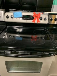 GE STAINLESS STEEL ELECTRIC OVEN WORKING PERFECTLY 4 MONTHS WARRANTY