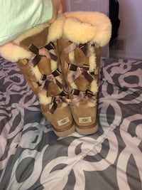 Bailey Bow Tall uggs, Size 10 857 km