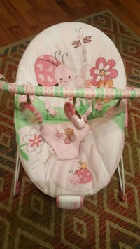 baby's white and pink bouncer Kelowna, V1W 4E5