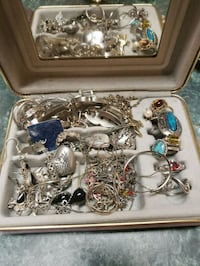 All 4 pictures of jewerly is included Hattiesburg, 39401