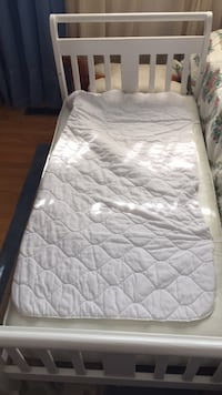 White toddler bed.   Brampton, L6Y 1R1