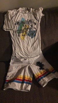 boys board shorts and shirt size  M South Bend, 46614