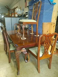 Beautiful Table with 5 Chairs  Lake Park