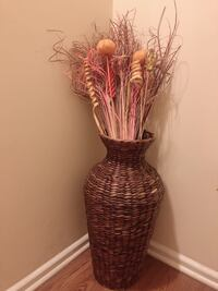 Corner Flower Vase with decor. Hyattsville, 20785