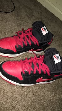 black-and-pink Nike basketball shoes Corcoran, 93212