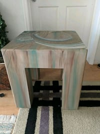 End table 2 ft high 2x2 wide Naples, 34110