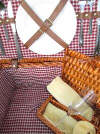 YOGI BEAR APPROVED, Large Insulated Wicker PICNIC BASKET...with accessories   EDMONTON
