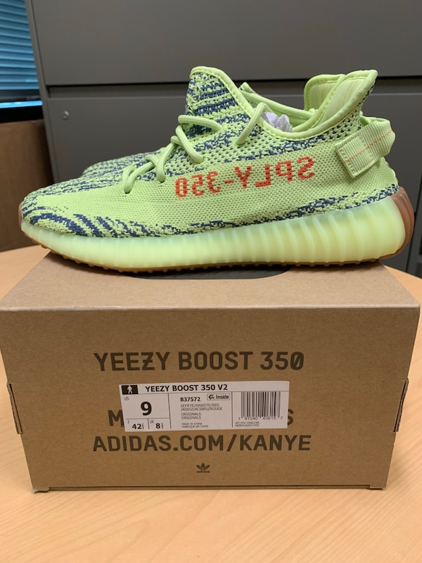half off 51e53 e7eff Yeezy Boost 350 V2, NEW, size 9, frozen yellow