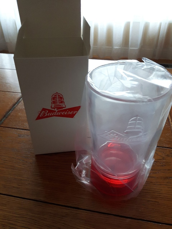 Budweiser Red light glass 6ff16f24-bb26-4118-8f7a-3e6af886c5b6