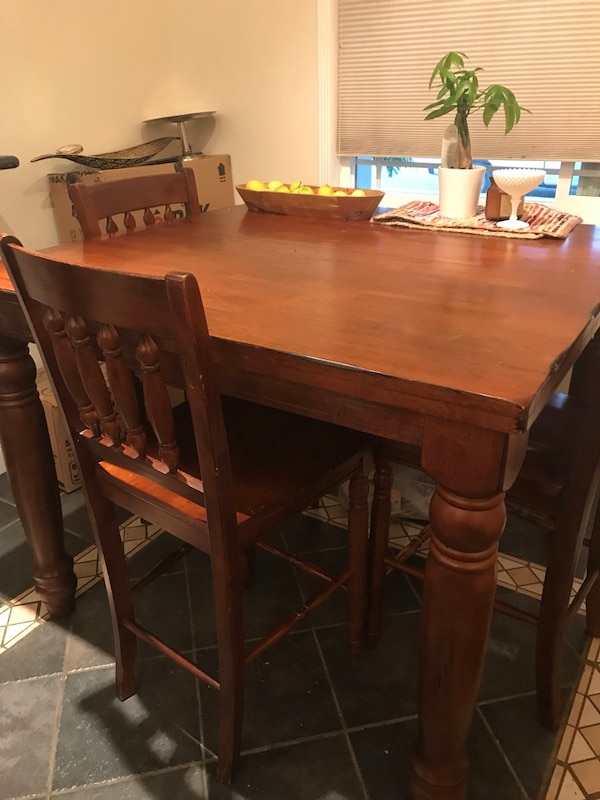 Pub Table With Four Chairs Usado En Venta En Fremont Letgo
