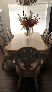 Dining room table with 6 chairs & 2 leafs for sale. $1000 OBO Canyon Lake, 92587