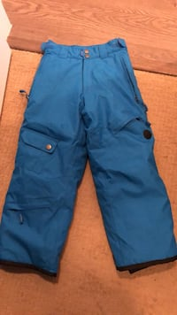 Ski pants size small youth. 5000mm waterproof Surrey, V3Z 3Y3