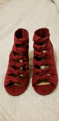 pair of red suede heeled shoes Brookshire, 77423