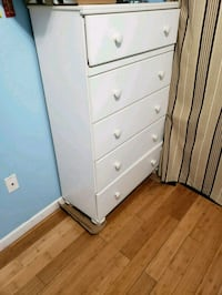 FREE.. white wooden 5 drawer chest.  Gonzales, 70737