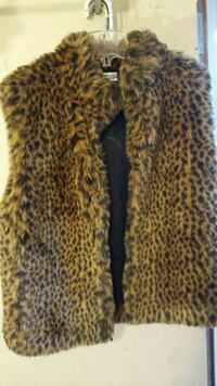 Investments faux fur vest small size