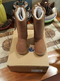 Emu toddler boots size 9