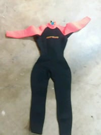 black and pink wet suit Vancouver, 98682