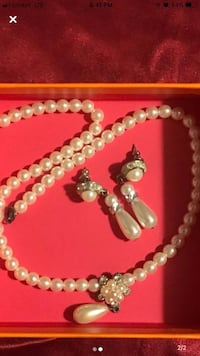 Beautiful Pearl Necklace and Earrings Jewelry Set.
