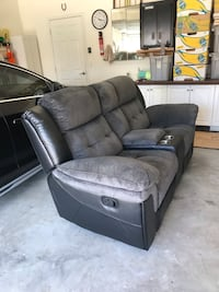 Reclining love seat Fort Myers, 33966