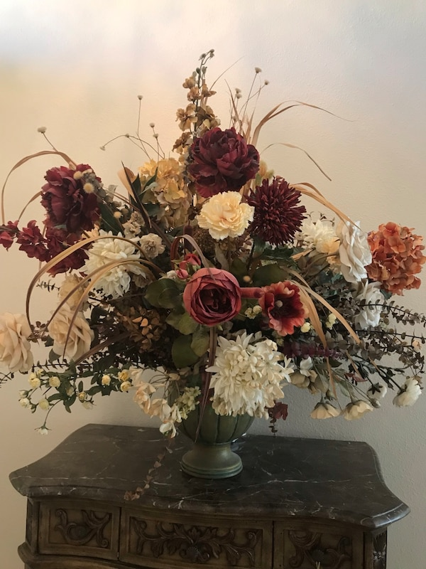 Used Red And White Flowers Centerpiece For Sale In Odessa Letgo