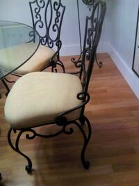 Beautiful dining glass table and 6 chairs comes with as plant stand MIAMI