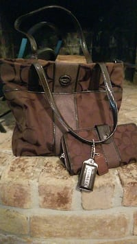Brown coach purse with wallet!!  Houston, 77065
