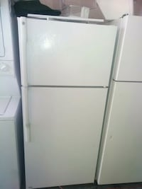 Ge top and bottom fridge white  Rialto, 92376