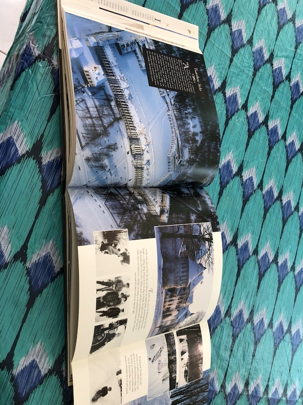 Set of 4 books -2 extra large coffee table books all in good condition c2fed5a6-19d9-493b-a0c3-f3d95e1c4099