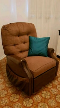 Great price!! Recliner with heater! Vaughan, L6A 0K1
