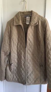 New!!! With Tags. Beige zip-up jacket. Size Medium/ (Orig Price $54.00) Holland, 49423
