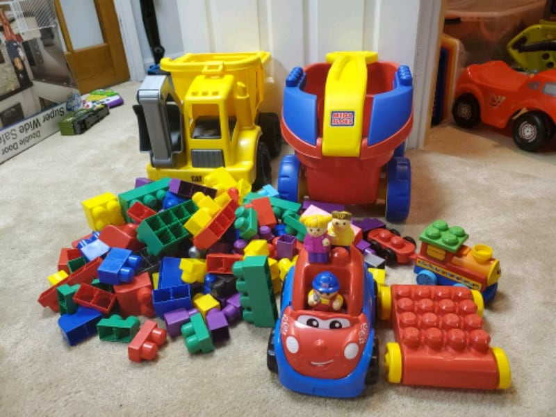 Mega Bloks Wagon and Dump Truck 0
