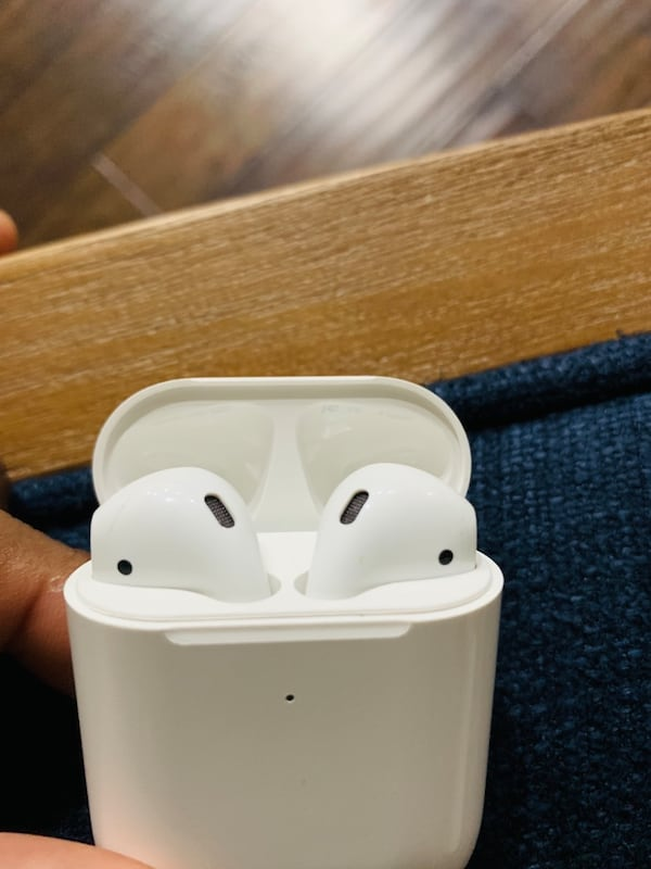Airpods 2nd Generation with wireless charger. 17c92ffd-1e2f-4c27-b464-06e89b99b833