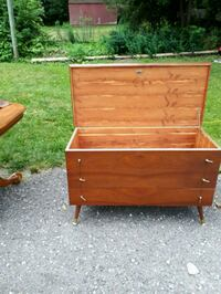 Ceder chest Woodstock, N4S 3M4
