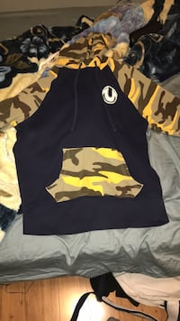 black and yellow camouflage jacket Richmond Hill, L4B 4S9